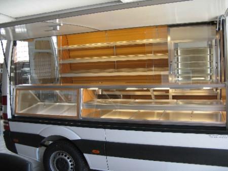 Kühktheke für 3 Normbleche am Thekenanfang und Kühlturm hinten